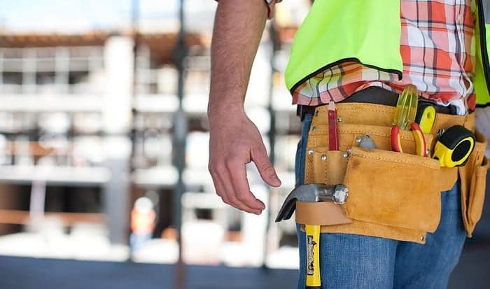 What-do-you-put-in-a-carpenter's-tool-belt