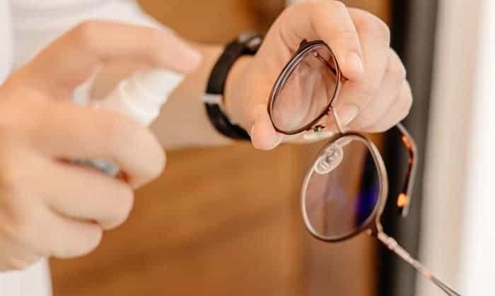 eye-glasses-lens-cleaner