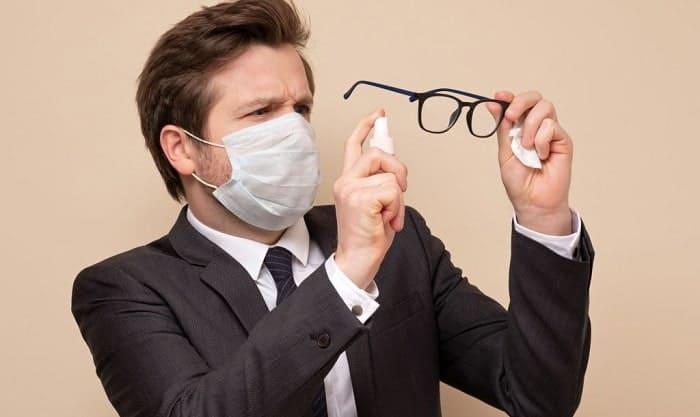 eyeglass-cleaner-spray