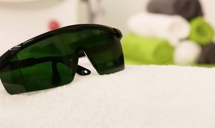 How to choose laser safety glasses