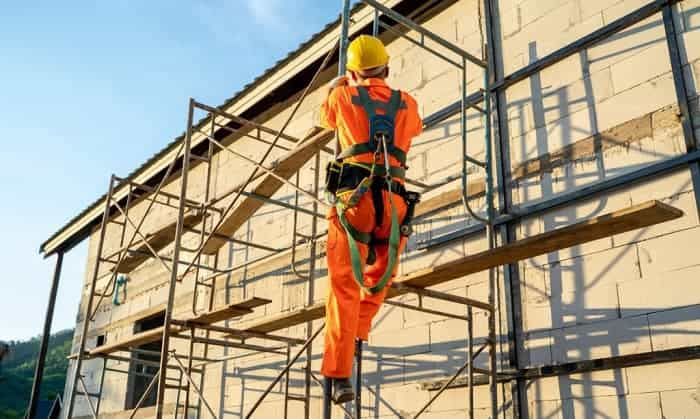 safety-harness-for-construction-workers