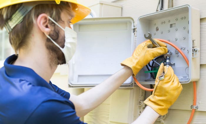 do-rubber-gloves-prevent-electric-shock