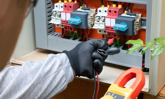 will rubber gloves prevent electric shock